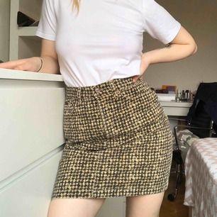 Har för många kjolar jag inte använder.  Denna är 100% bomull och super bekvämt.   Kan mötas upp i Landskrona eller Helsingborg. Annars står köparen för frakt. ☺️✌🏻