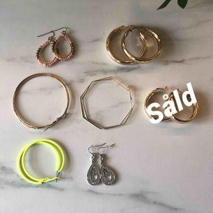 Säljer lite olika smycken som jag tyvärr inte har någon användning av. Några av dem har jag fått i present så därför vet jag inte vilket märke det är.✨ Fraktpris är 45kr.
