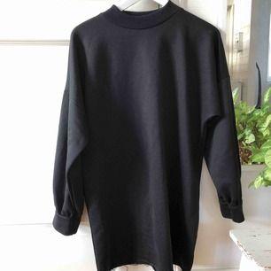 Sweaterdress ifrån boohoo, aldrig använd!