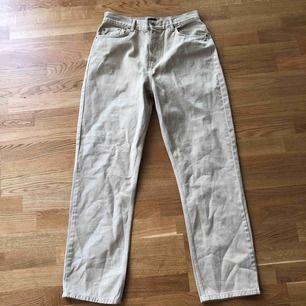 Mom-jeans ifrån Nelly, aldrig använda!