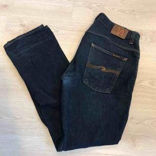 Säljer mina jeans. Sitter ungefär som en 501 med något lägre midja. Inga hål och grenen är intakt. Gjorda i Italien.