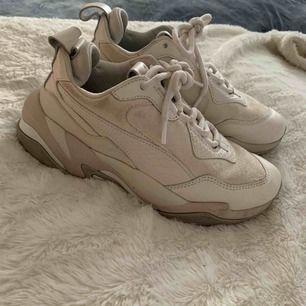 Puma skor storlek 36 köparen står för frakt
