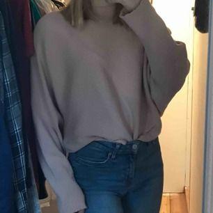 Jätte söt rosa tröja! Ribbad och jätte skönt material! Päljer pga att jag ej använder längre!