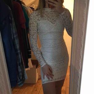 As fin klänning, perfekt till student tex! Aldrig använd! Säljer pga att jag inte gillade passformen på mig