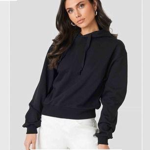 Superskön svart hoodie från Nakd. Köpt för 249kr. Säljer då den inte kommer till användning, använd 2 gånger🖤