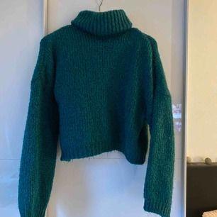 stickad tröja från chiquelle, använd ett fåtal gånger💞 köparen står för frakt, nypris 400kr