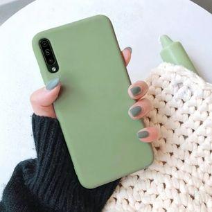Säljer 2st skal till Huawei p30 PRO! Helt oanvända. Silikon! Ett babyrosa och ett ljusgrönt! Båda för 150 + frakt eller ett för 80 + frakt 💕