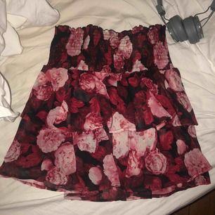 Superfin kjol perfekt till våren och sommaren, superfint skick💕💕💕💕