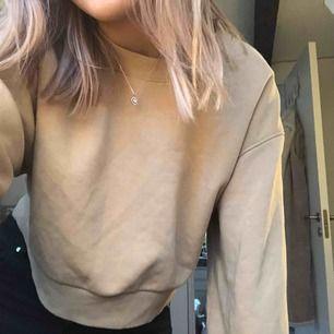 Snygg mörk beige tröja från Weekday, endast använd 1-2 gånger