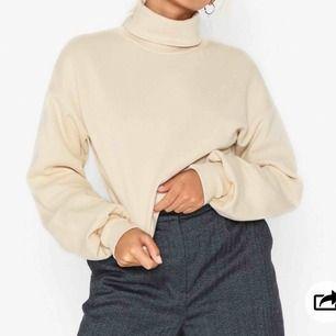 Hej säljer nu denna tröja ifrån Nelly(ops bilden är tagen ifrån doms egna hemsida!)väldigt mysig & skönt material! Men tyvärr inte i min smak. Skriv gärna för intresse! Btw köparen står för frakten.