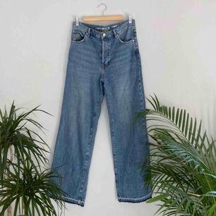 High waste flare jeans från Bikbok. Jag är 175 lång. Frakten är inräknad i priset! 🌼kolla gärna på allt annat jag säljer🌼