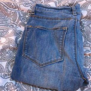 Det är ett par fina jeans som tyvärr inte passar mig men de är som nya så skriv till mig så pratar vi om priset.