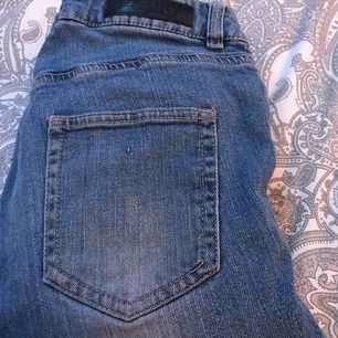 Ett par fina jeans som jag inte har plats för så skriv till mig så pratar vi om priset 😊