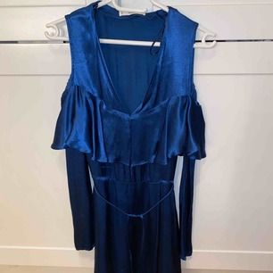 Fin blå klänning från mango❤️ suuuper fin på men tyvärr för liten ☺️