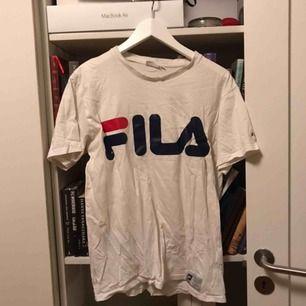 Fila t-shirt Bra skick förutom litet hål i övre ryggen