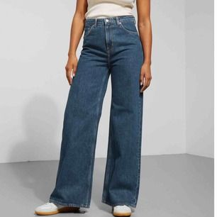 säljer dessa trendiga jeans från weekday modell ace, då dem inte är riktigt min stil💞