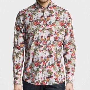 Använd 1 gång morris desmond skjorta nypris ca 900kr