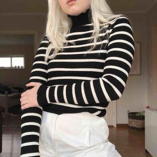 Så söt långärmad från Zara i väldigt bra skick! Frakt är inkl i priset 💜