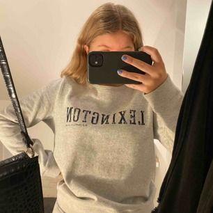 Säljer denna fina tröjan från lexington. Den är nästan helt oanvänd, den är i ett väldigt mjuk och gosigt material. Köparen står för frakten💕