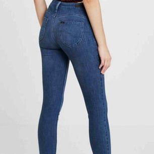 Intressekoll lee jeans som blivit för små Nypris 999kr