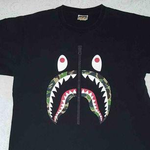 Bape tshirt i XL (sitter som M/L) Skick: 8/10