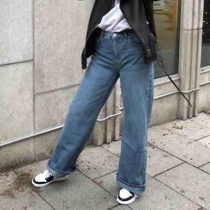 Oversize jeans från weekday. Köparen står för frakt 💕