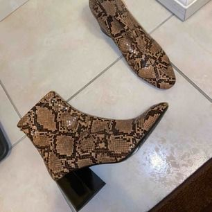 Zara Animal Print High Heel Ankle Boots Slutsålda  Använda 2 gånger, nyskick Nypris: 600
