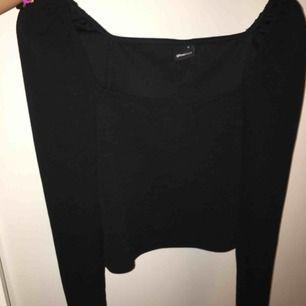 En helt oanvänd tröja från Gina tricot. Är för liten för mig! Frakt ingår i priset!