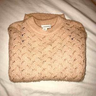 Jättemysig rosa stickad tröja från Monki i storlek XS som inte längre är min stil🌸 pris kan såklart diskuteras!