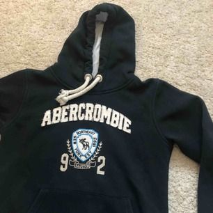 Abercrombie and fitch hoodie, det är storlek XL men den är som en S