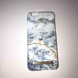 Fint magnetiskt mobilskal från ideal of Sweden i marmor som passar till iPhone 6/6s, använt ca en vecka, 50kr utan frakt, köparen står för frakten:)