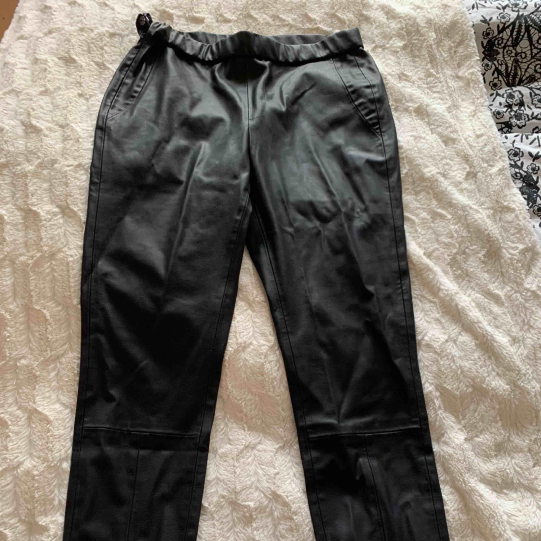 Helt nya från ellos. Endast testade. . Jeans & Byxor.