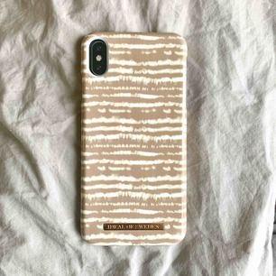 Super fint IDEAL OF SWEDEN x NAKD iPhone skal. Köpt för 449kr för nån månad sen, säljer dock för att jag köpt fel storlek :/