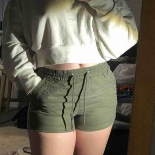 Säljer dessa shorts från HM, jätte sköna men har ej fått nån användning för dem de senaste åren