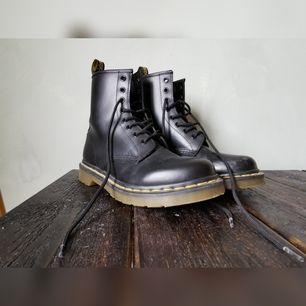 Använt endast några gånger, men säljer pga för små. Ett par rispor på ena foten (bild bifogad), annars är de som nya.