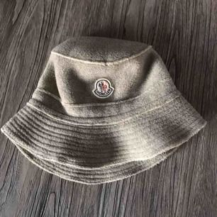 Moncler buckethat, köpt på Grailed.com av admin user Fit: smal head