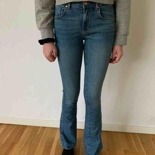 Oanvända vida jeans från BikBok i storlek S. Köparen står för frakten men kan mötas upp i Helsingborg.