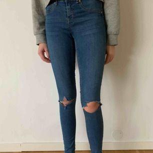 Alex jeans från Gina Tricot i storlek M. Köparens går för frakten men kan mötas upp i Helsingborg.