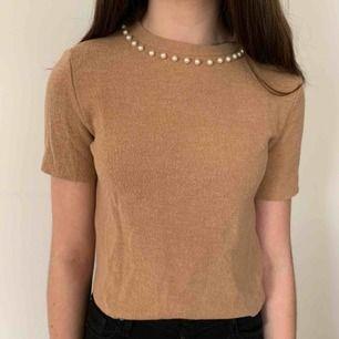 En lite finare tröja från Zara i storlek s. Köparen står för frakten men kan mötas upp i Helsingborg.