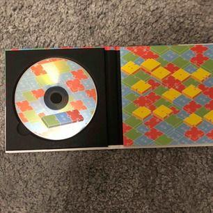 EXO-CBX Blooming Day album. Endast öppnat och är i nyskick. PC medföljer. Priset går att diskuteras vid snabb affär. Köparen står för frakten men jag möts annars upp runt Borlänge/Falun.