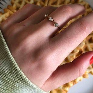 Jättefin guld ring med 3 diamanter 💎 säjer då den inte används. 20kr+frakt✨💫