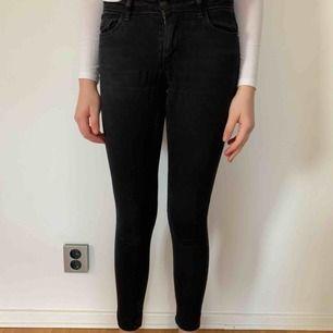 Jeans från only i stl xs. Köparen står för frakten men kan mötas upp i Helsingborg.