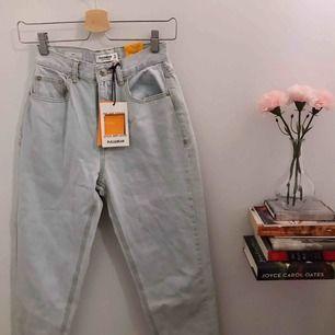 Snygga mom jeans, aldrig använt, ingen slitning, super sköna<3