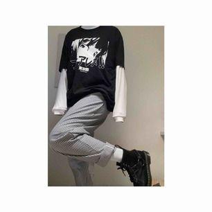 ⛓🖤CHECKERED PANTS 🖤⛓  Storlek : M / L (Finns dessutom i XS)  Helt nya rutiga byxor med mjuk men tålig material. Säljer pågrund av platsbrist.  Frakt är ej inkluderad i priset.