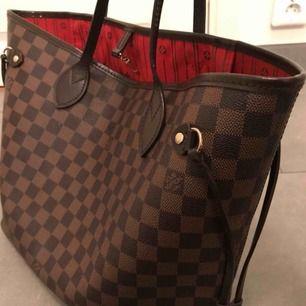 Säljer riktig AAA- kopia av Louis Vuittons kända modell neverfull MM (mellan storleken). Helt sjukt bra kopia.  Kan både mötas upp i Stockholm och skicka varan! Köparen står dock för frakten 🌸