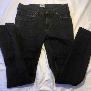 Svarta jeans, storlek M, köpt på lager 157