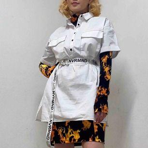 Ganska lång o kortärmad skjorta ifrån NA-KD❤️