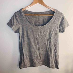 En basic grå tröja ifrån Lager 157, knappt används de senaste 2 åren, frakt ingår i pris 💫