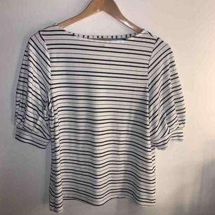 Stilren tröja från H&M som jag fick i present men som aldrig använts, frakt ingår i priset 💓