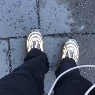 Nike Air Max 95, silver bullet. Säljs inte längre nånstans! Hyfsat använt skick pga världens snyggaste skor <3 Frakt tillkommer